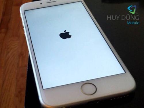 Sửa iPhone bị treo táo, treo màn hình, treo cáp đĩa uy tín lấy liền tại HCM