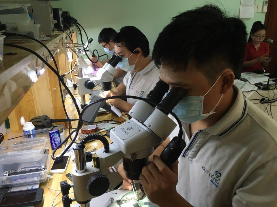 Đào tạo Học viên Sửa chữa Điện thoại - Máy tính bảng tại HCM
