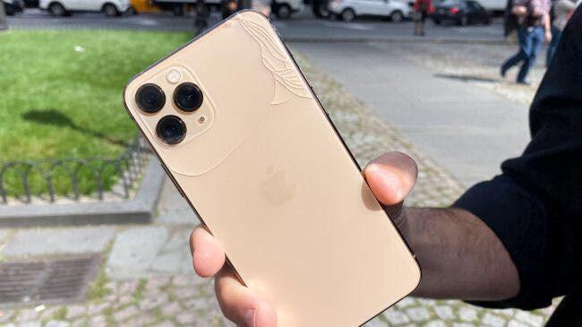 Mặt kính iPhone 11 Pro bị vỡ nát khi thả từ độ cao 1m - ảnh 1