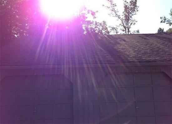 Hình ảnh mắc lỗi ánh sáng tím được chụp bằng camera iPhone 5